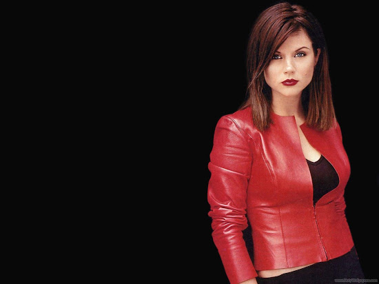 Actress Tiffani Thiessen Wallpaper