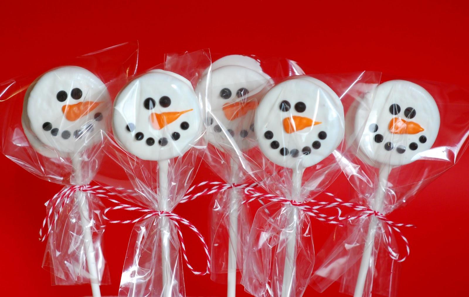 Muñecos de nieve comestibles con galletitas