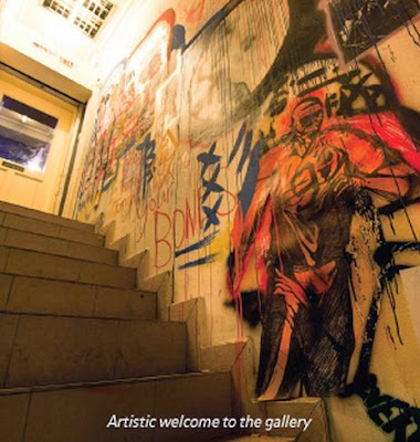 Artistic welcome to Minut Init Art Gallery