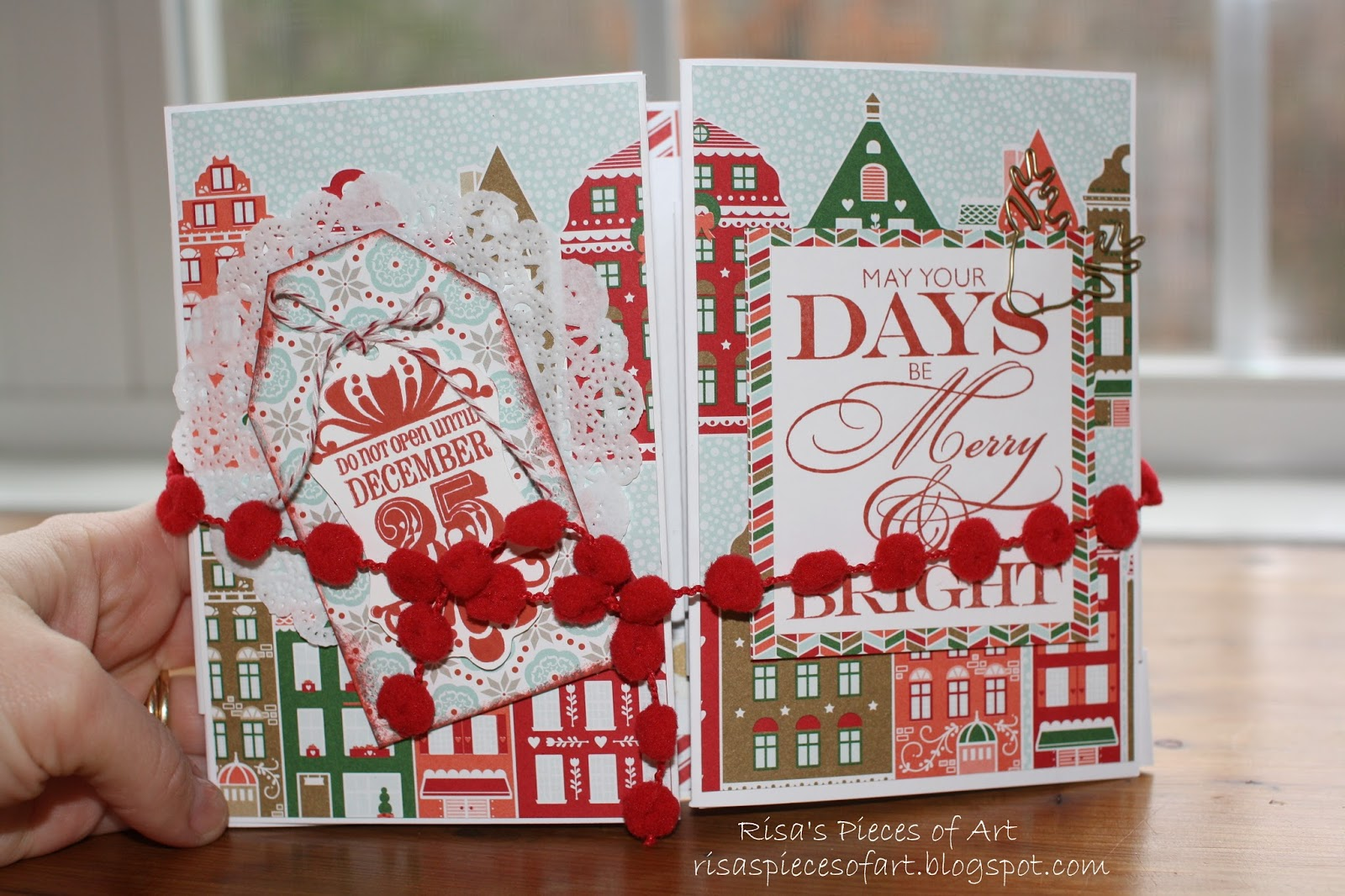 Risas Pieces Of Art Christmas Accordion Display Card