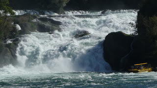 Fuerza del agua en las cataratas del Rin