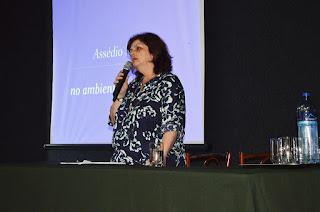Professora Ana Lúcia Torres dos Santos enfatiza que o assédio moral consiste na conduta abusiva que ocorre reiteradamente durante um determinado período