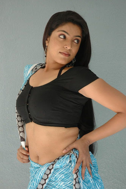 Actress Reshmi Saree Below Navel Show Photos