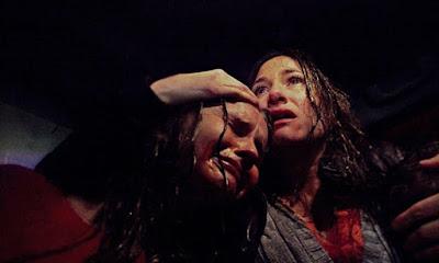 Kathryn Hahn et Olivia DeJonge dans The Visit