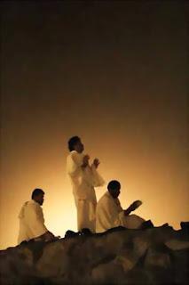 sedang berdoa