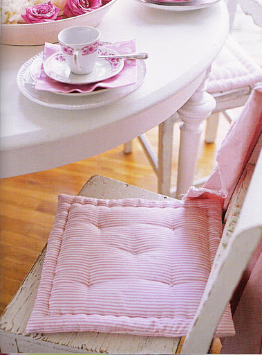 Shabby Chic DIY Furniture Projects 379 x 512