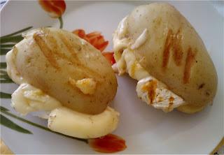 Grillowane ziemniaki z serem Camembert