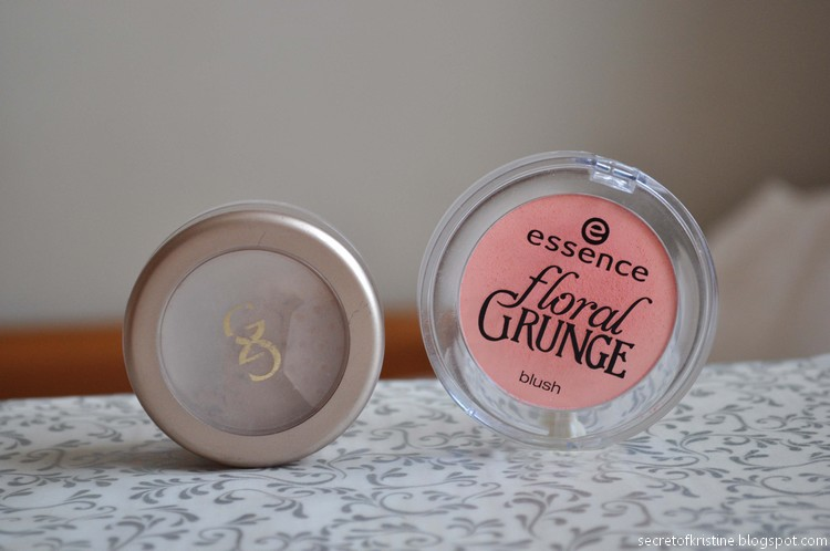Essence blush Floral Grunge