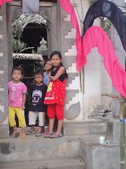 kinderen bij voordeur