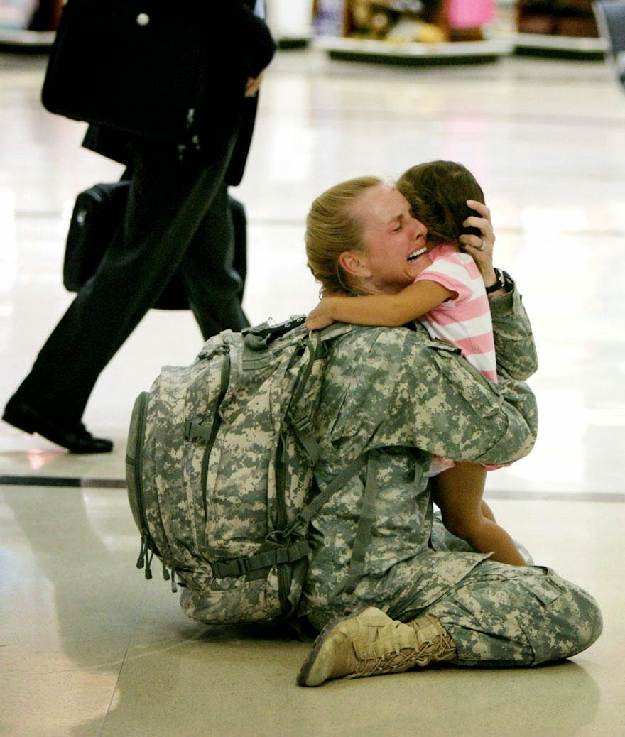 30 of the most powerful images ever - Terri Gurrola is reunited with her daughter after serving in Iraq for 7 months