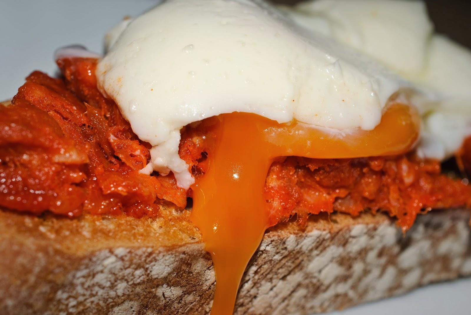 Tosta de sobrasada y huevo; sobrassada and egg toast