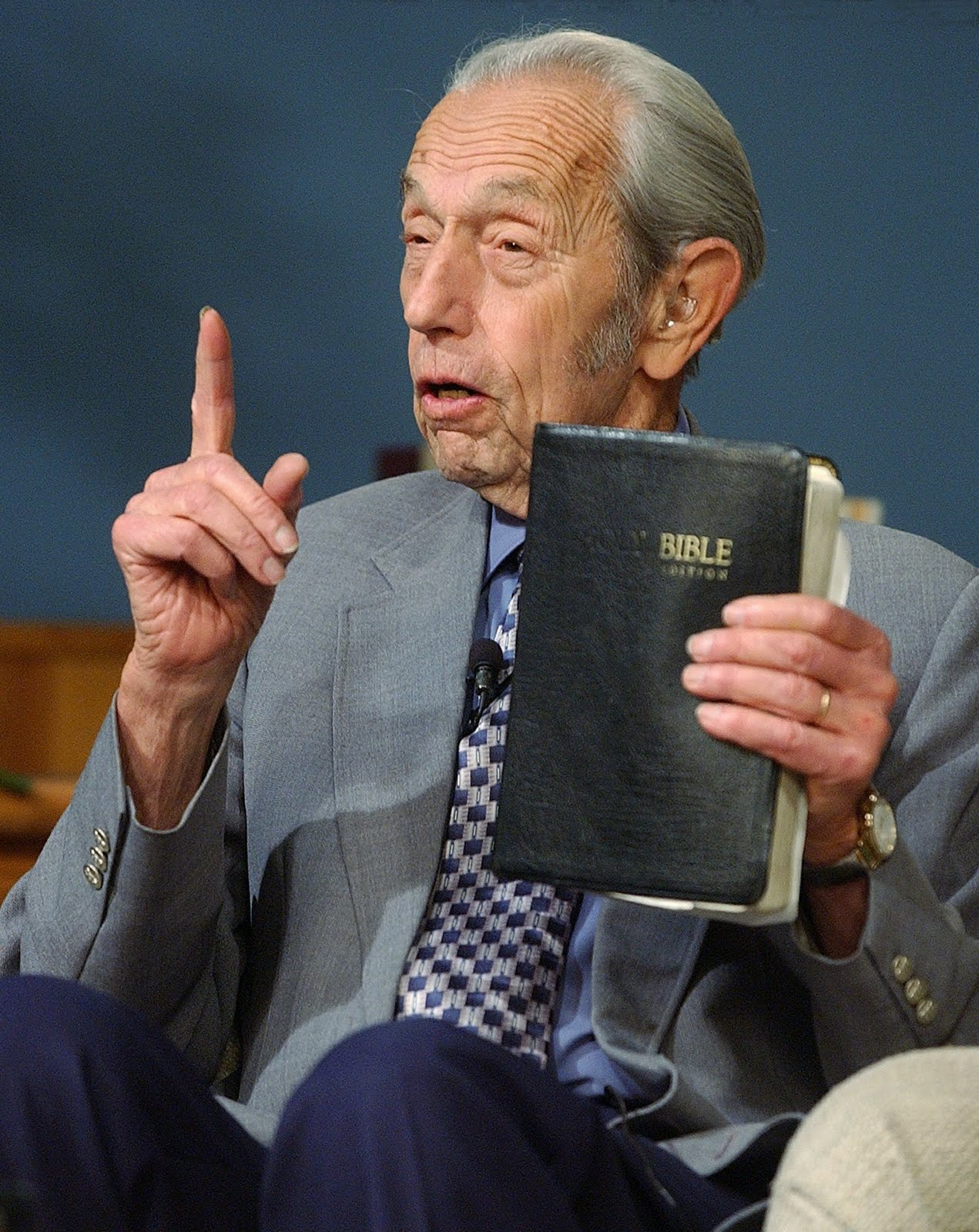http://4.bp.blogspot.com/-L65GmpF0-1Y/TfhGTHyNq5I/AAAAAAAABQY/0YRoVk523Xk/s1600/Harold+Camping++predicador.jpg