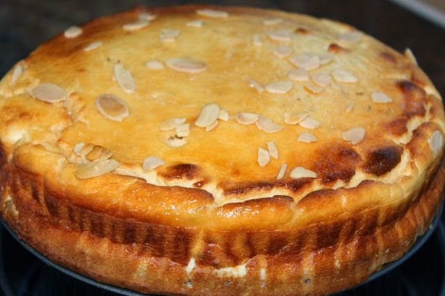 Whole savoury blue cheesecake