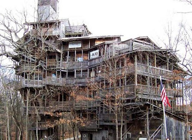 World's Largest, Biggest and Tallest TREEHOUSE Ever Built!