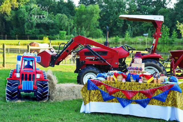 #tractorparty #farmparty #tractor #greygreydesigns #birthdayexpress
