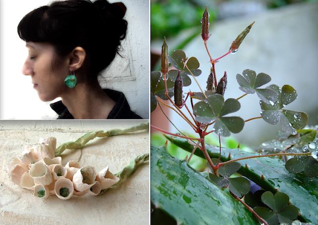 orecchini verde smeraldo e collana maxi con fiori di carta in tinte pastello verde e rosa