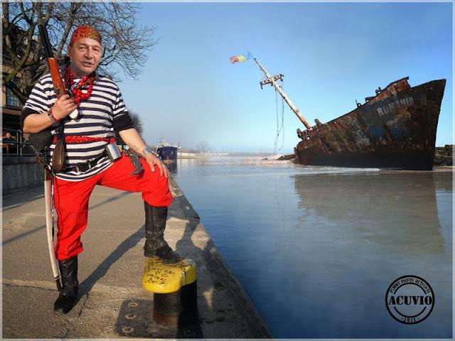 Clişee funny Piratul Traian Băsescu