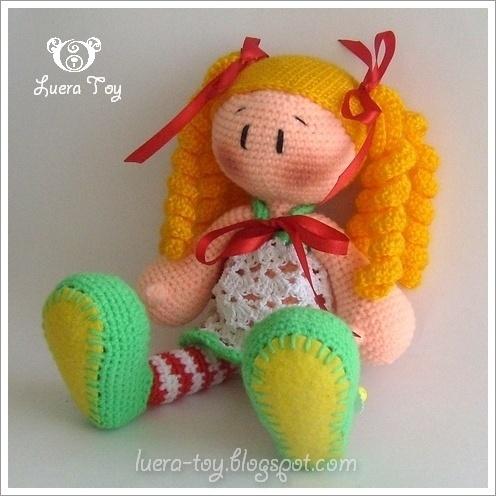 Куклёна в полосатых чулочках