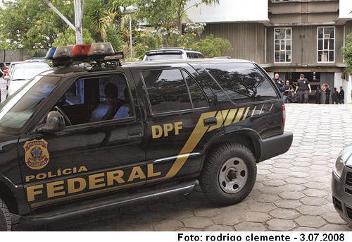 Polícia Federal apresenta suspeitos de tráfico de drogas em Juiz de