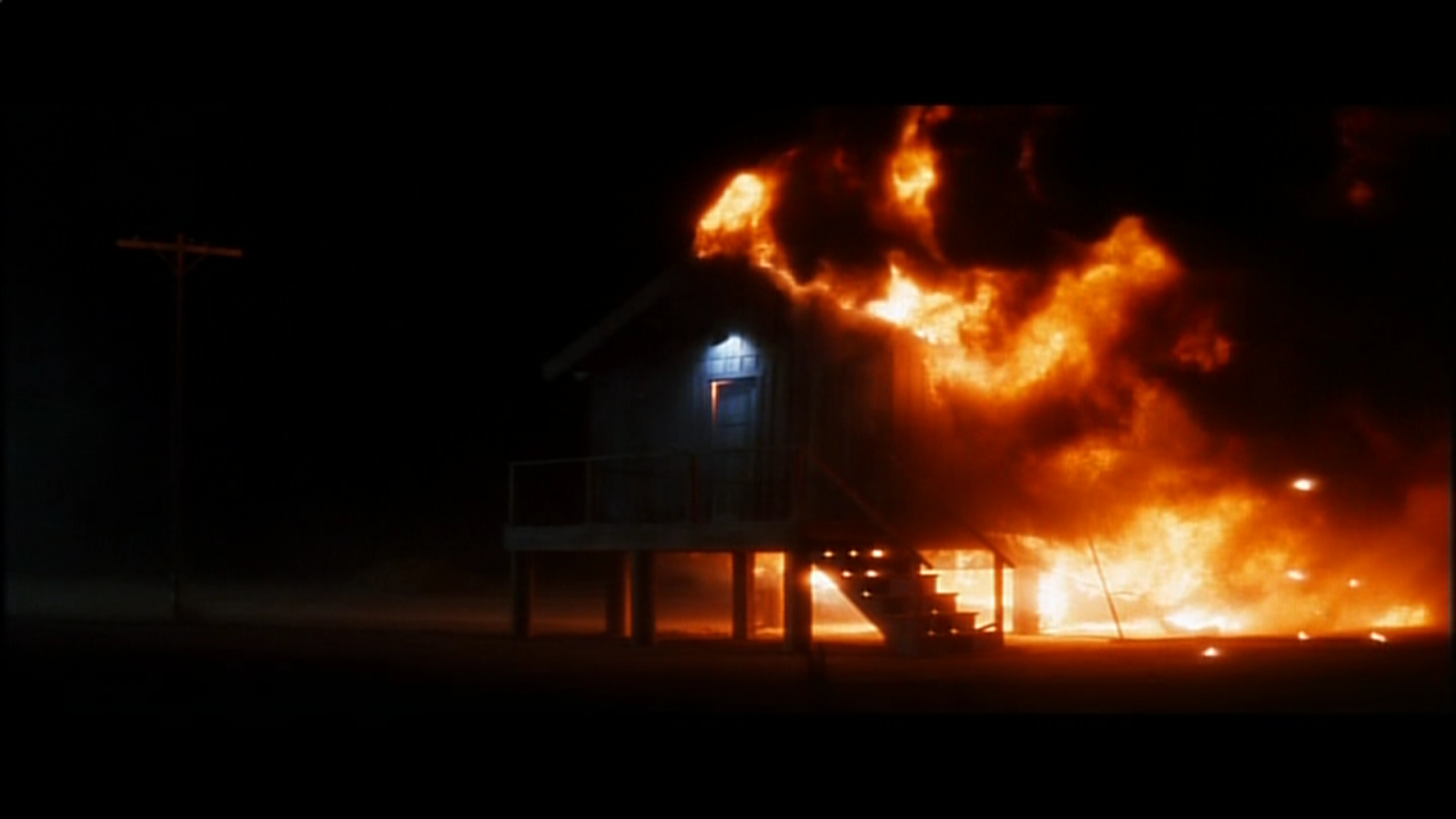 Maison en feu dans Lost Highway, de David Lynch