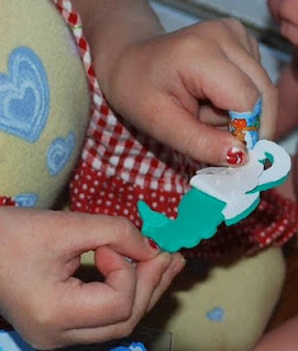 using stickers to improve fine motor skills, toddlers using stickers