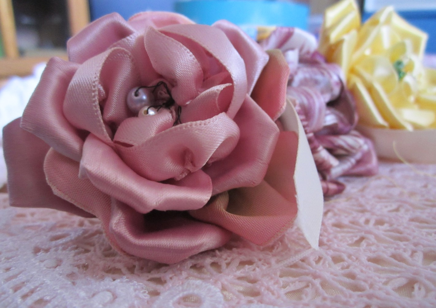 how to make a rose out of fabric ribbon
