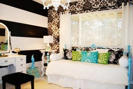 Think That Black White Striped Accent Wall Is So Chic