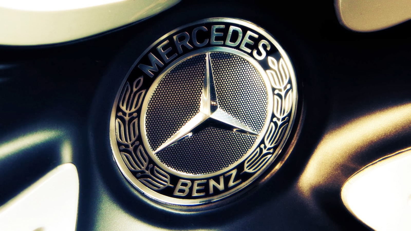 Construir Marcas en China: Mercedes-Benz Travel | Branzai | Branding y Marcas