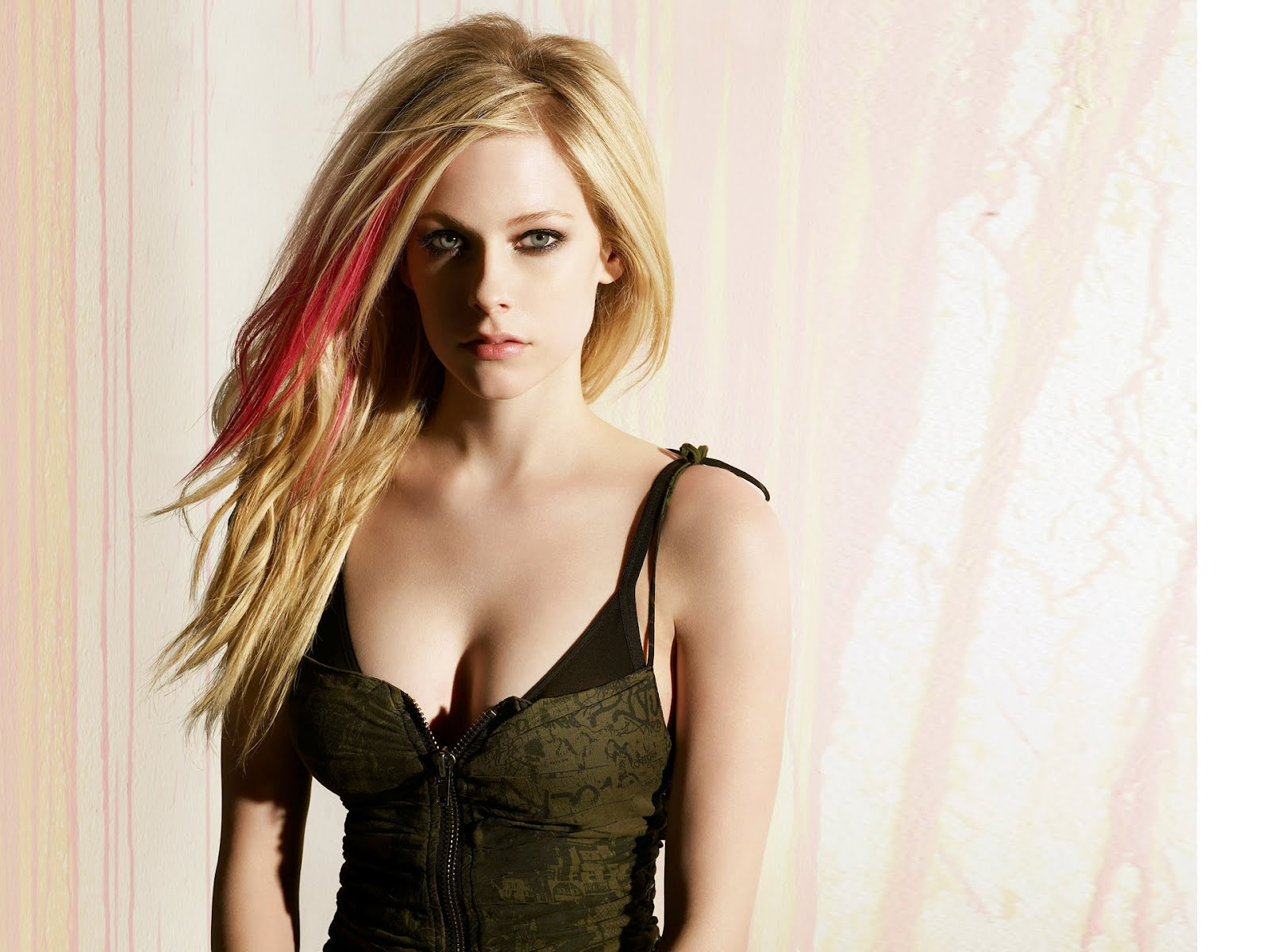 Avril Lavigne Downloads: Avril Lavigne Hot: http://avrillavignedownloads.blogspot.com/2012/07/avril-lavigne-hot.html