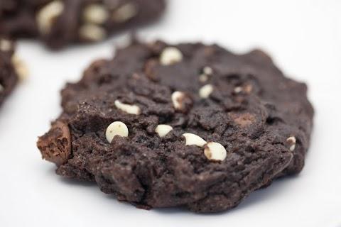 Chocolate Oreo Chunk Cookies