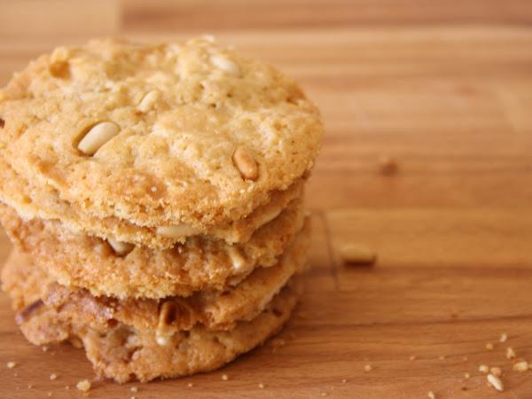 Cookies al cioccolato bianco e pinoli
