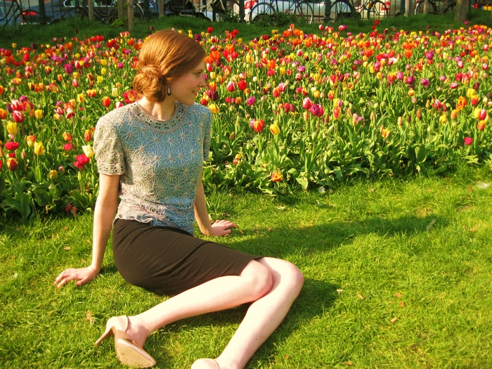 Fashion blogger tulips sarphatipark Amsterdam outfit vintage hippe schoenen