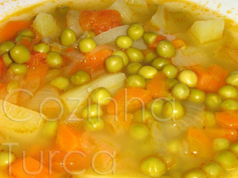 Estufado de Ervilhas com Legumes (Zeytinyağlı Bezelye)