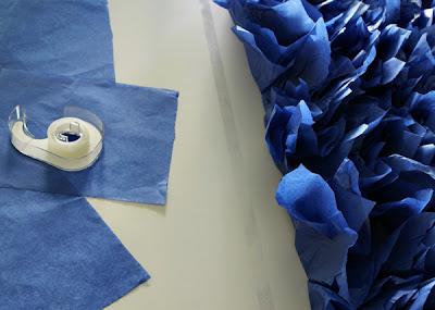 Crea tu propio telón de fondo con flores de papel