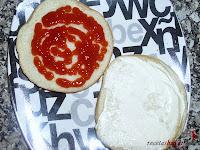 Hamburguesa Juicy Lucy-con ketchup y mayonesa