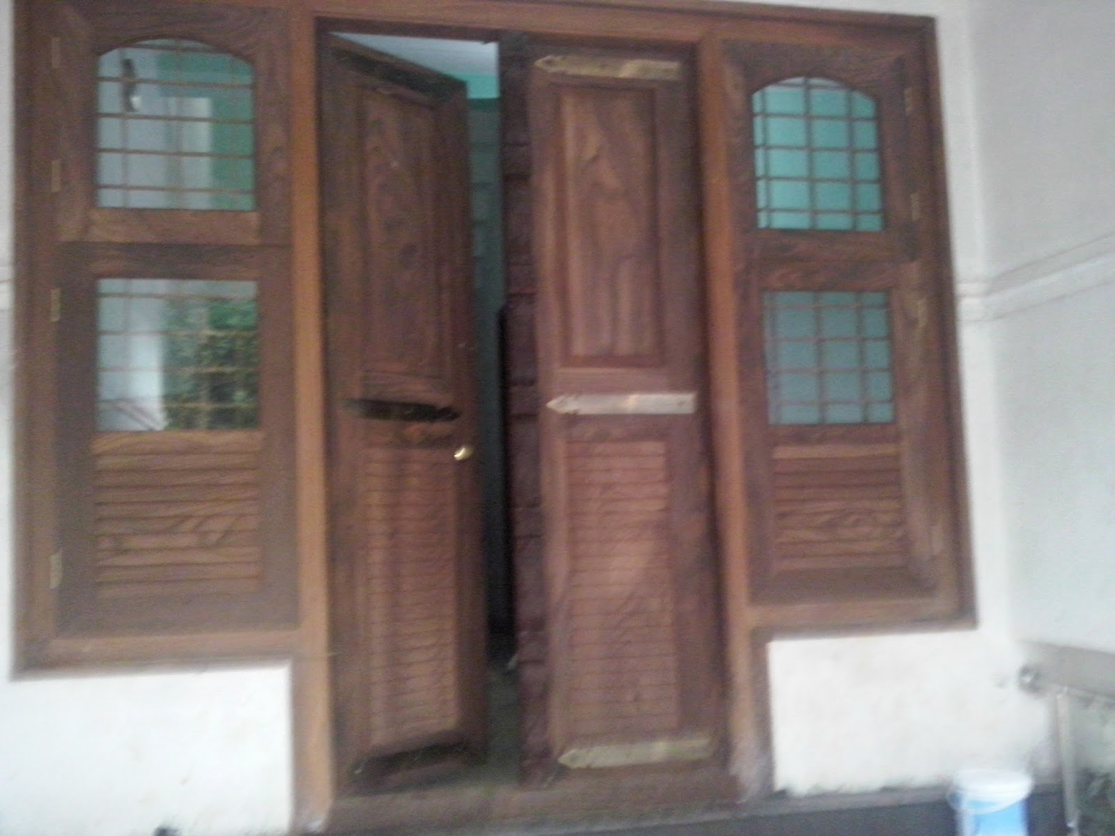 Kerala style carpenter works and designs kerala style for Window glass design in kerala