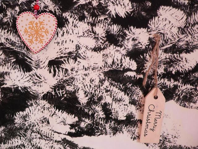 IKEA Wand Weihnachten Baum Tanne Weihnachtskugeln Deko Anhänger Holz