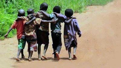 Quem caminha sozinho pode até chegar mas rápido, mas aquele que vai acompanhado, com certeza vai mais longe.