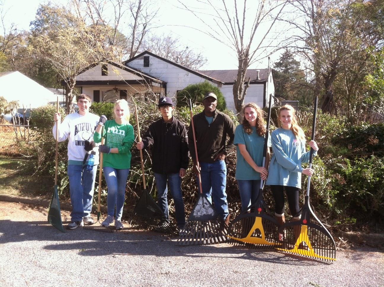 Catholic Students Help Local Seniors This Fall 1