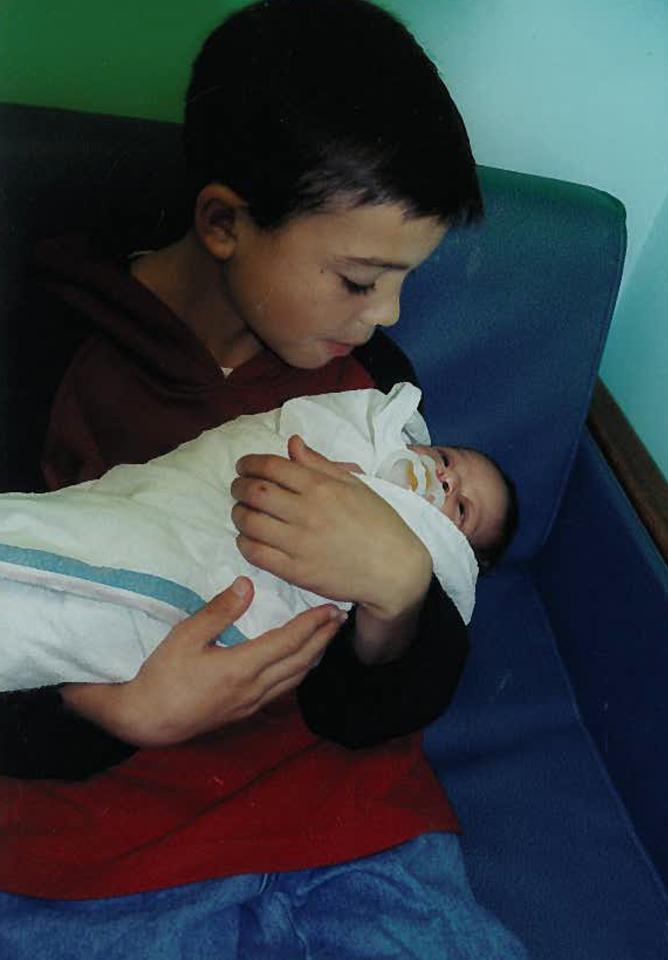 أصغر أب في العالم بحريني ... وهذا عمره !
