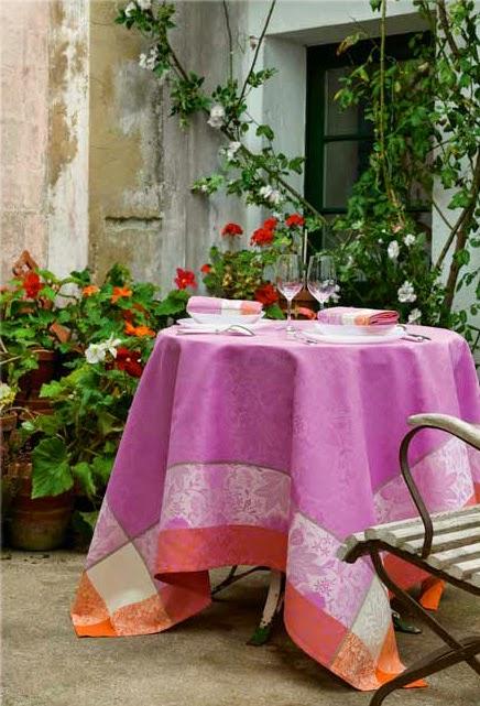 Victoria Cyclamen Le Jacquard francais. Mantel, camino de mesa y servilletas