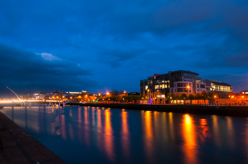 The night view by the river in dublin