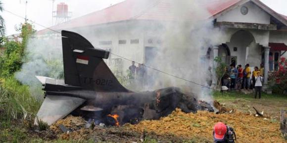 Hawk jatuh di Riau