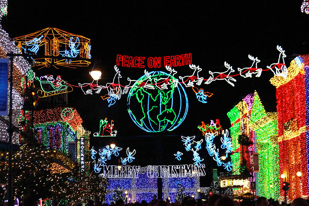 A socal story the best dancing christmas lights ever what started as a single familys christmas light display in arkansas has been turned into disneys christmas lights show to end all christmas lights shows sciox Image collections