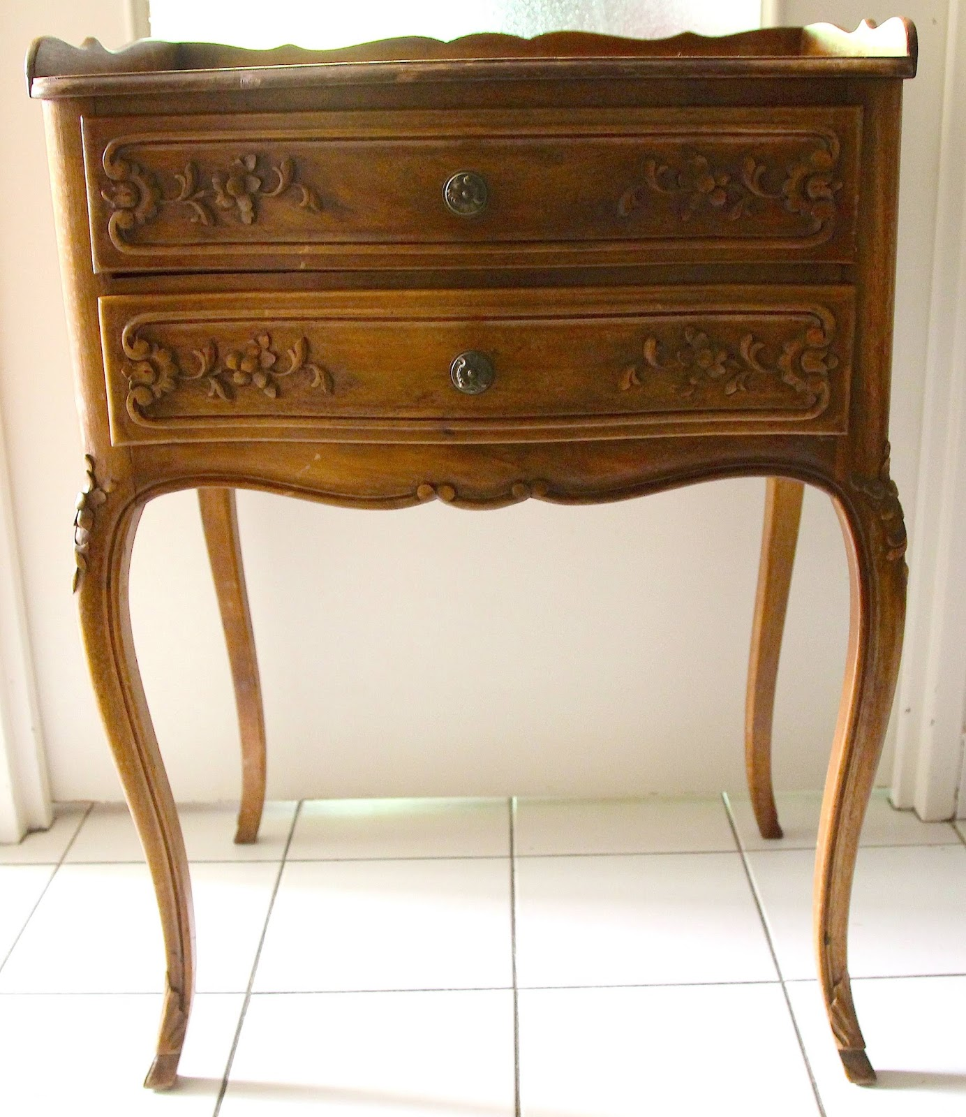 diy r nover une table de nuit kitty crumpets. Black Bedroom Furniture Sets. Home Design Ideas