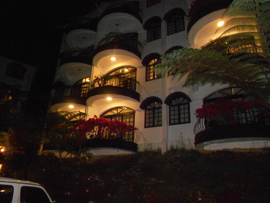 Waktu Malam di Strawberry Park Resort