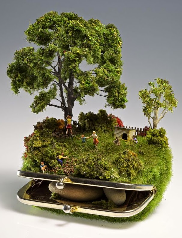 13-Kendal-Murray-Surreal-Miniature-Worlds-in-Everyday-Objects-www-designstack-co