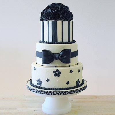 svecana torta sa crnim ruzama