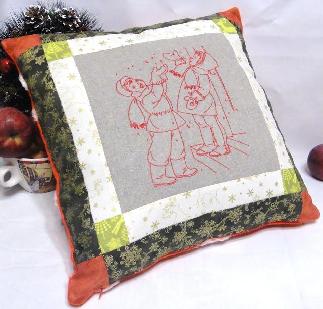 Новогодняя подушка на диван: первый снег, снежинки, ретро дети - подарок бабушке, подарок маме на новый год