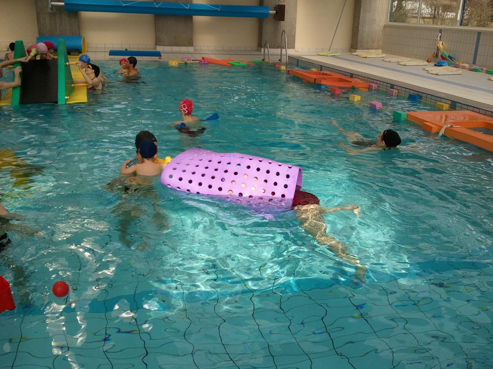 bassin aménagé pour les bébés nageurs